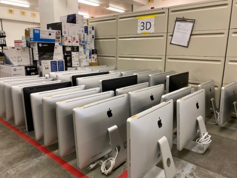 Mac computers at the ETS Service Center