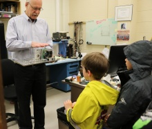 Children Touring College of Engineering Electronics Lab